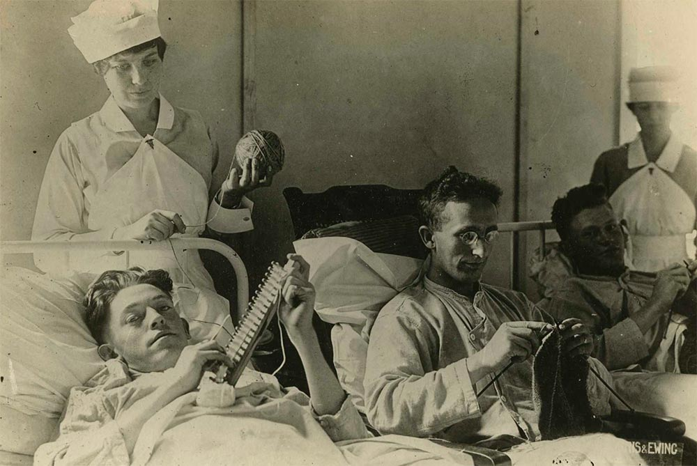 Bed-ridden-wounded-knitting-at-Walter-Reed-(Reeve-041457),…-_-Flickr