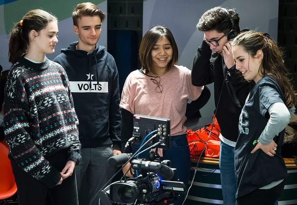 Estudiantes del grado en Comunicación Audiovisual de la UEMC practican con una cámara de televisión