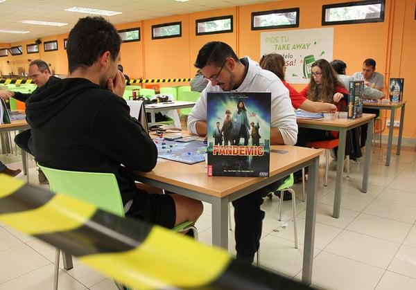 alumnos-uemc-juegos-de-mesa-cafeteria-gamebox
