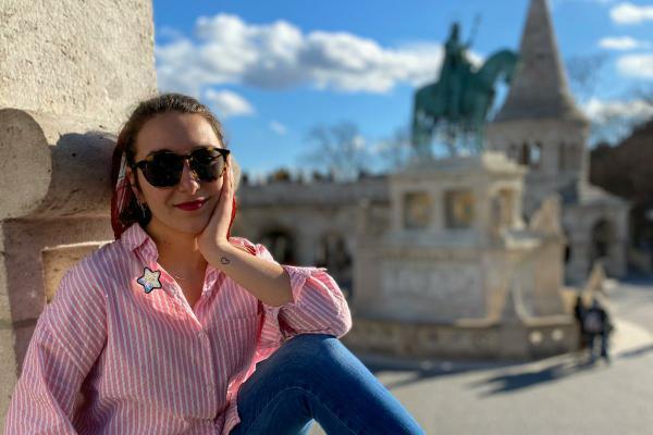 La estudiante de Periodismo Ana Lucas durante su estancia en Budapest (Hungría)