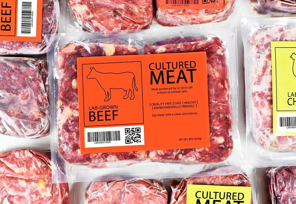Carne cultivada empaquetada en un supermercado.