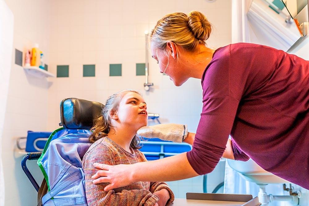 terapia-ocupacional-niñas-silla-adaptada