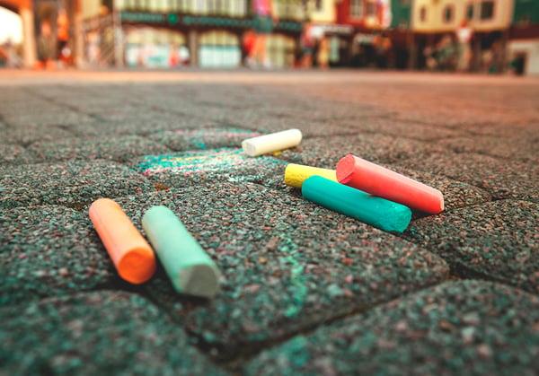 tizas-colores-pavimento