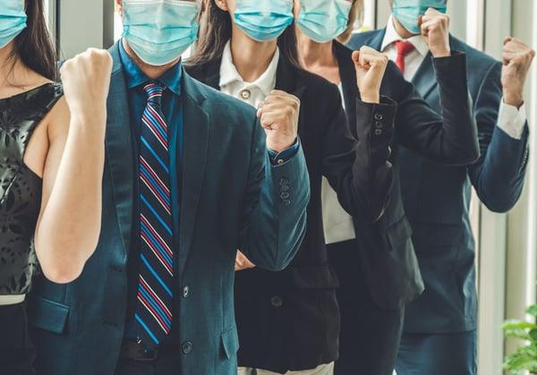 trabajadores-oficina-mascarilla