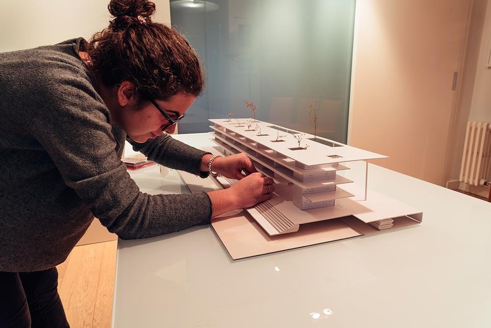 estudiante-maqueta-arquitectura-valladolid