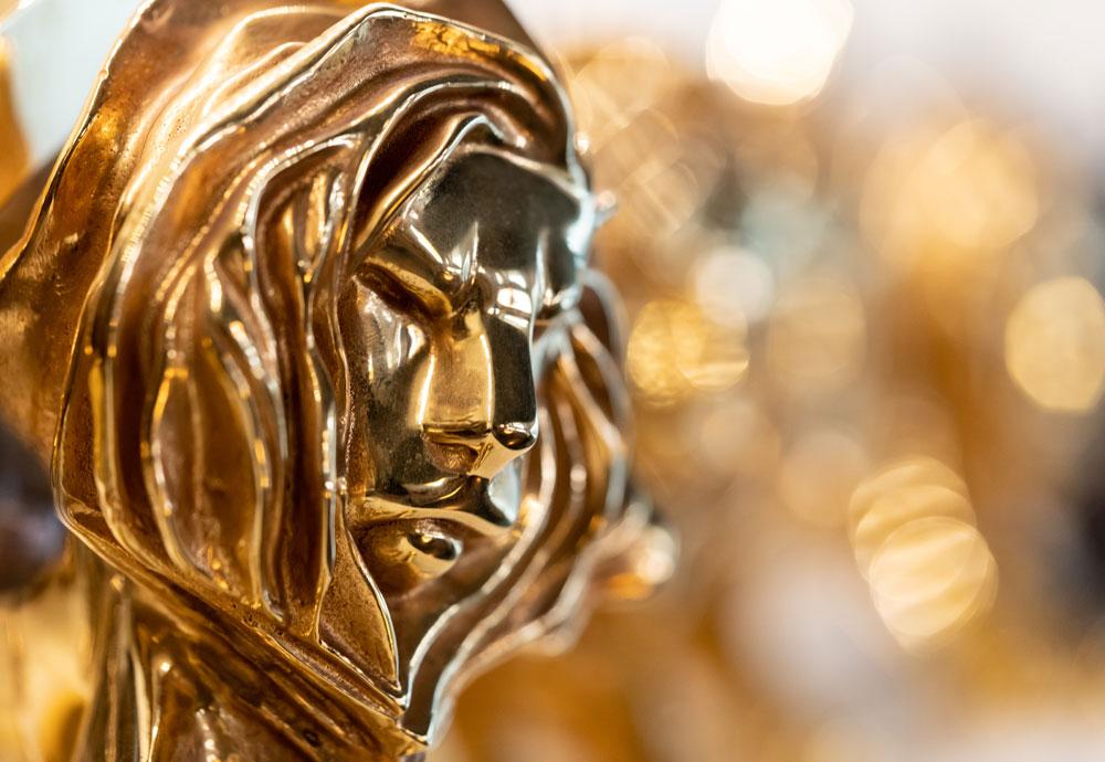 Plano detalle de un León de Oro, premio del Festival Internacional de la Creatividad Cannes Lions