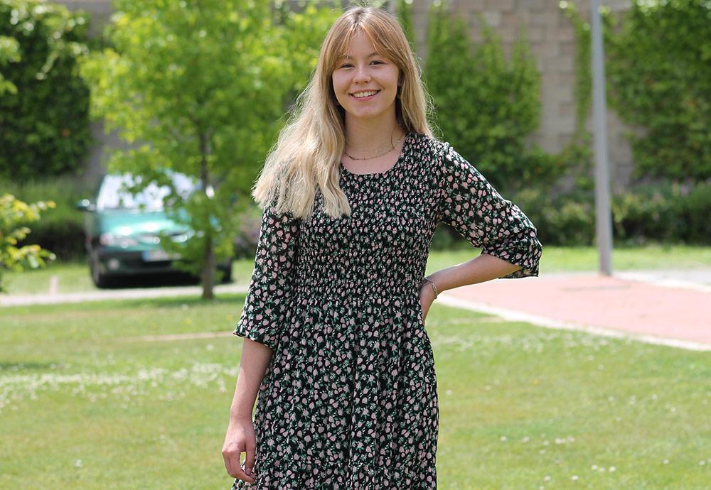 La estudiante del grado en Criminología de la UEMC Anabel Acebes en el campus de la UEMC.