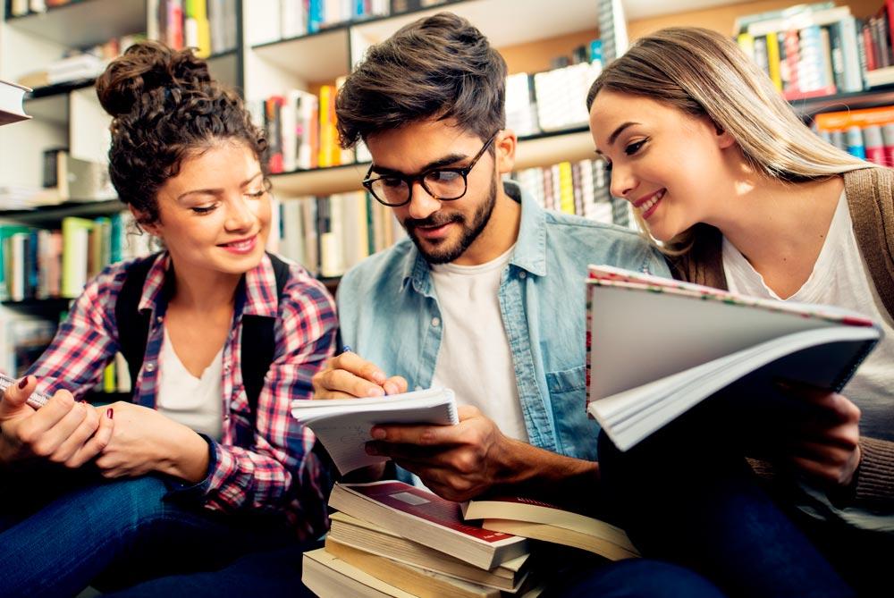 Bonificaciones, becas y ayudas para estudiar en la Universidad