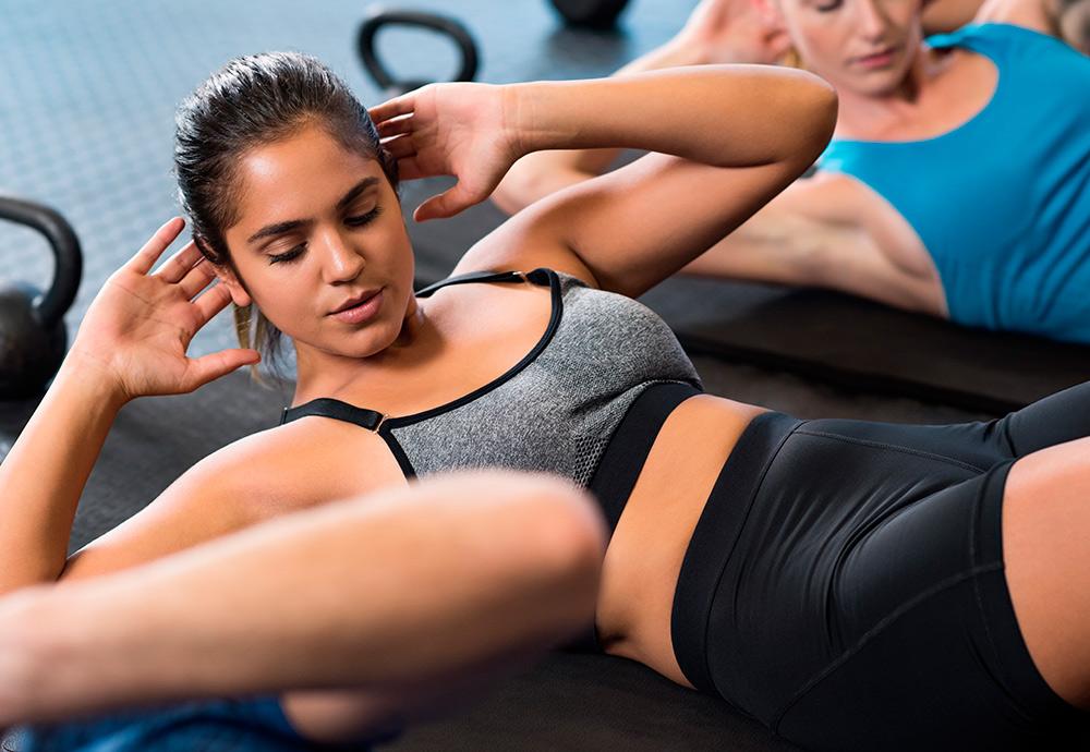 ¿Son los crunch abdominales seguros para la salud?