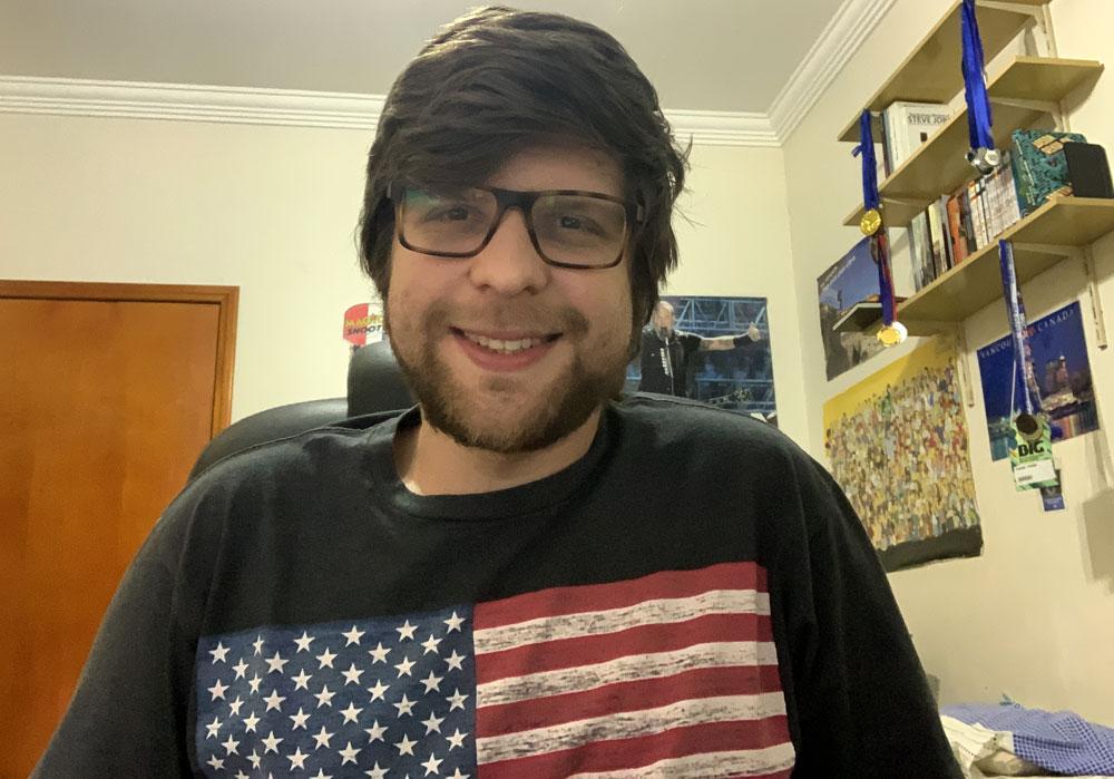 Thiago Portes, estudiante brasileño de la UEMC, sentado en su dormitorio durante la entrevista